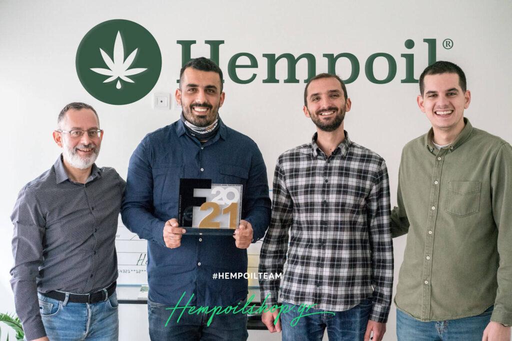 Η ομάδα της Hempoil® Natural Products κρατάει το βραβείο του Franchise business awards.