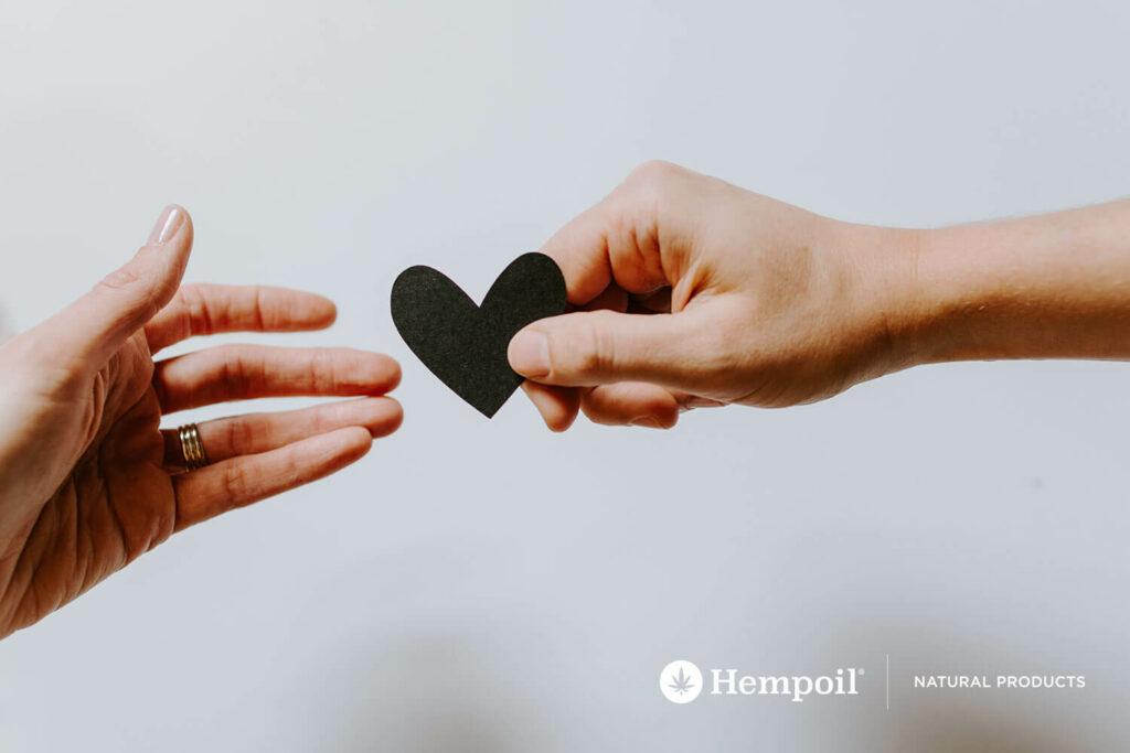 Χέρια δίνουν καρδιά και ευγένεια καθημερινά. Μικρά βήματα ευζωίας.